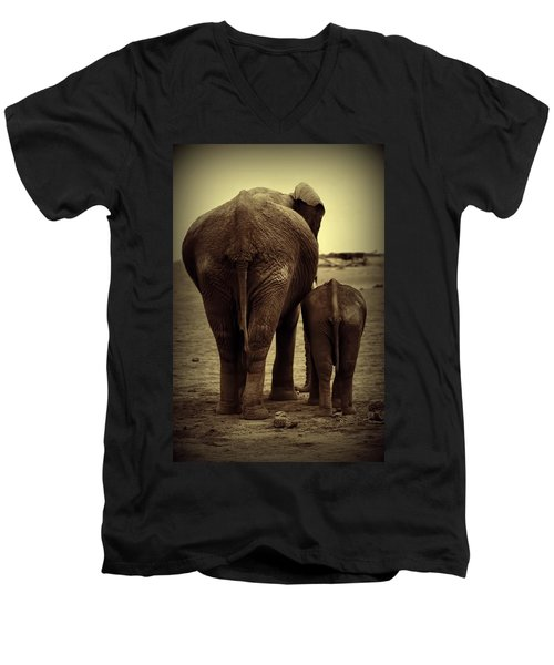 Mother And Baby Elephant In Black And White Men's V-Neck T-Shirt