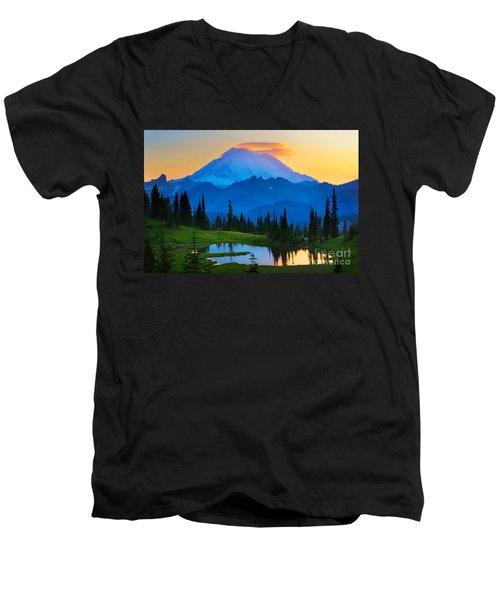 Mount Rainier Goodnight Men's V-Neck T-Shirt
