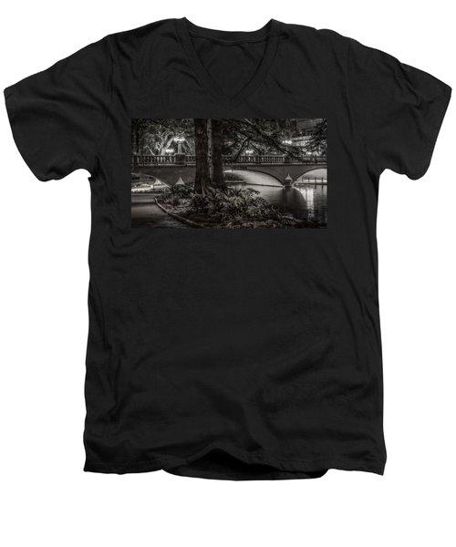 Navarro Street Bridge At Night Men's V-Neck T-Shirt
