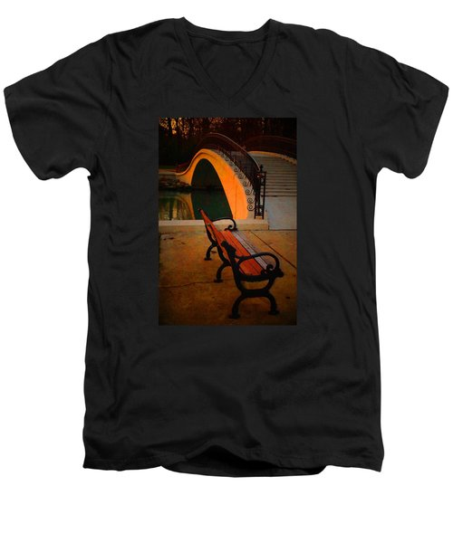 New Bridge And Bench Men's V-Neck T-Shirt