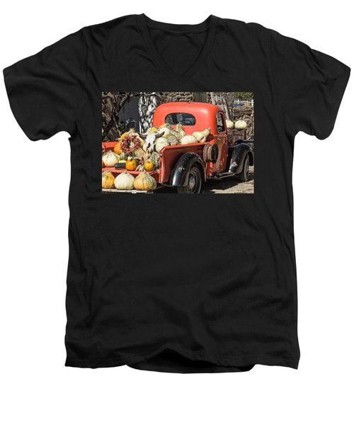 New Mexico Fall Harvest Truck Men's V-Neck T-Shirt