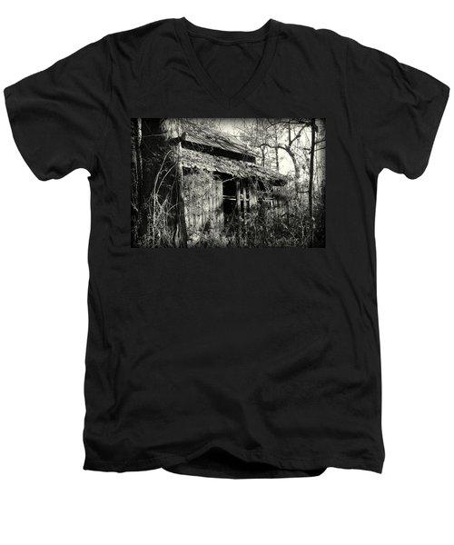 Old Barn In Black And White Men's V-Neck T-Shirt