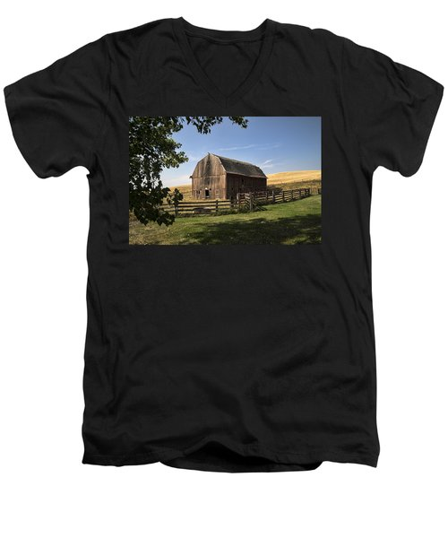 Old Barn On The Palouse Men's V-Neck T-Shirt