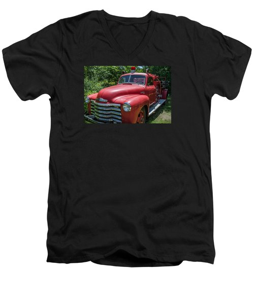 Old Chevy Fire Engine Men's V-Neck T-Shirt