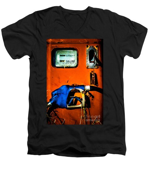 Old Farm Gas Pump Men's V-Neck T-Shirt