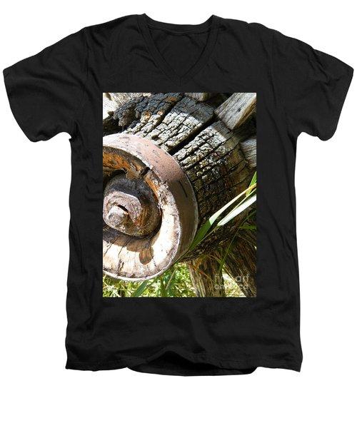 Old Hub Men's V-Neck T-Shirt