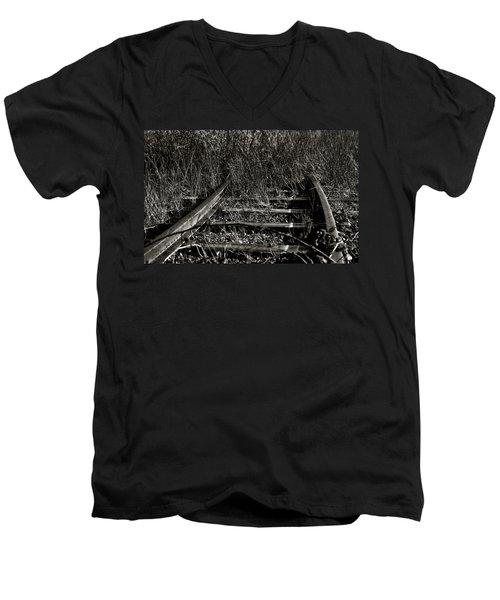 Old Rails Men's V-Neck T-Shirt