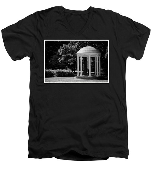 Old Well At Unc Men's V-Neck T-Shirt