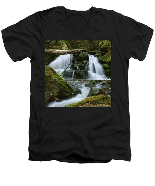 Packer Falls Men's V-Neck T-Shirt