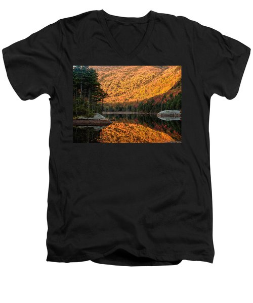 Men's V-Neck T-Shirt featuring the photograph Peak Fall Foliage On Beaver Pond by Jeff Folger