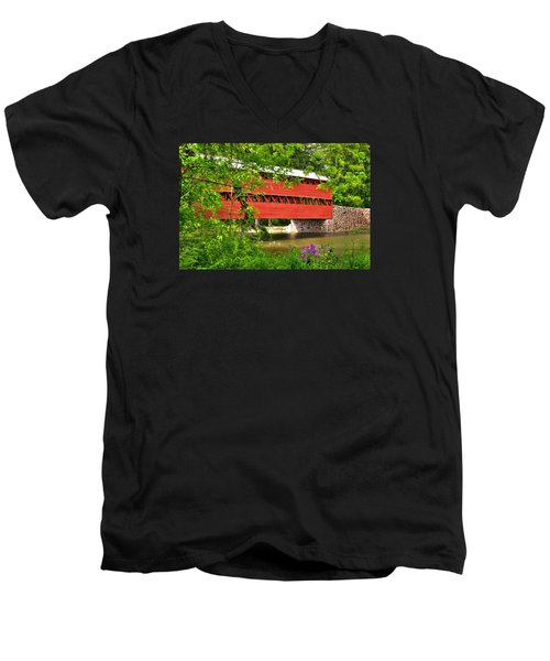 Pennsylvania Country Roads - Sachs Covered Bridge Over Marsh Creek-3b - Shade Of Spring Adams County Men's V-Neck T-Shirt