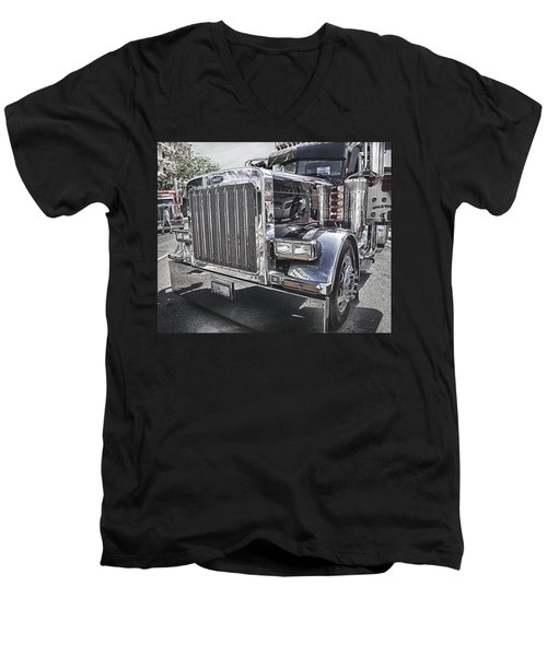 Peterbilt 2005 Men's V-Neck T-Shirt