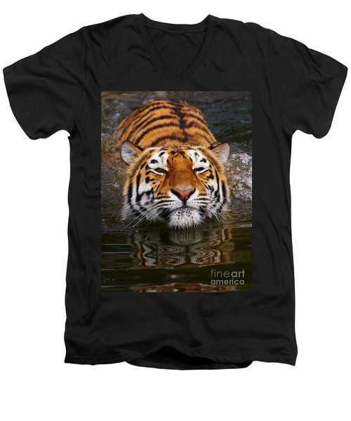 Portrait Of A Bathing Siberian Tiger Men's V-Neck T-Shirt