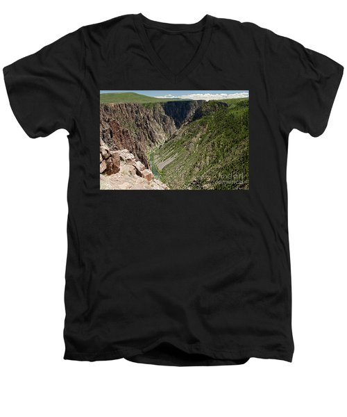 Pulpit Rock Overlook Black Canyon Of The Gunnison Men's V-Neck T-Shirt