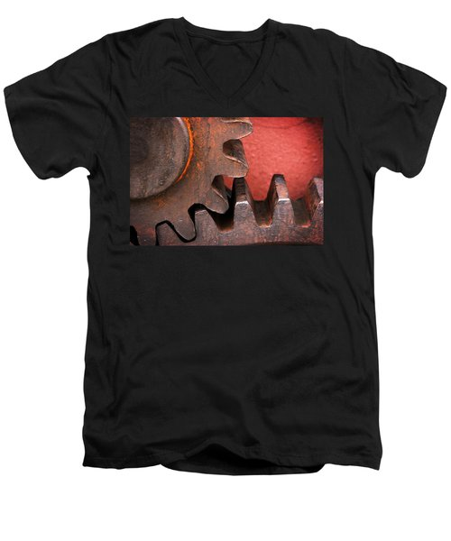 Rusty And Metallic Gear Wheel Men's V-Neck T-Shirt