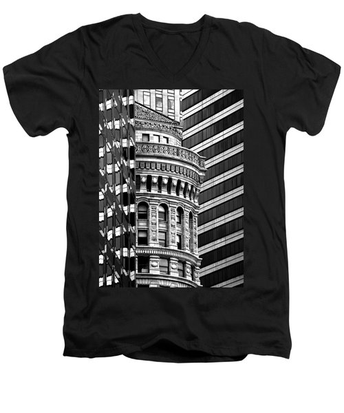 San Francisco Design Men's V-Neck T-Shirt