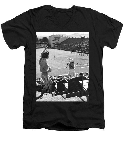 Sf Giants Fans Cheer Men's V-Neck T-Shirt