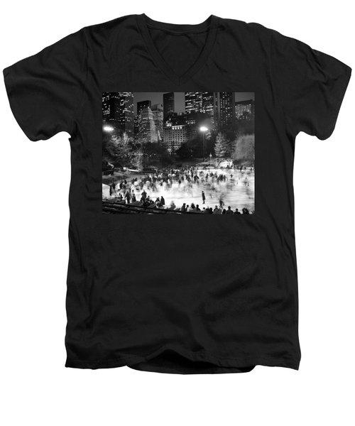 New York City - Skating Rink - Monochrome Men's V-Neck T-Shirt