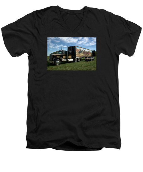 Smokey And The Bandit Tribute 1973 Kenworth W900 Black And Gold Semi Truck Men's V-Neck T-Shirt