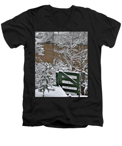Snowy River Gate Men's V-Neck T-Shirt
