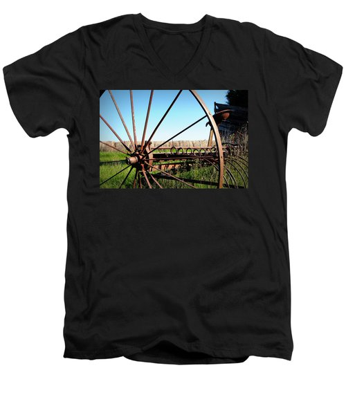 Spokes Men's V-Neck T-Shirt