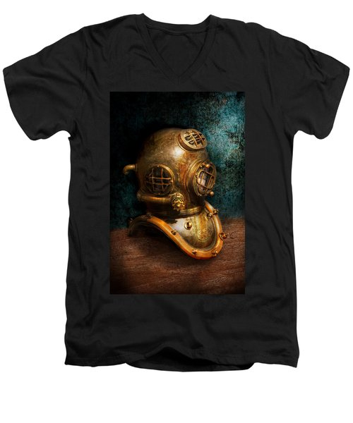 Steampunk - Diving - The Diving Helmet Men's V-Neck T-Shirt
