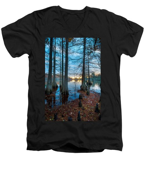 Steinhagen Reservoir Vertical Men's V-Neck T-Shirt