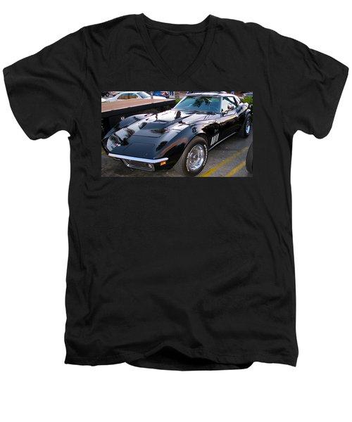 Stinging Stingray Men's V-Neck T-Shirt