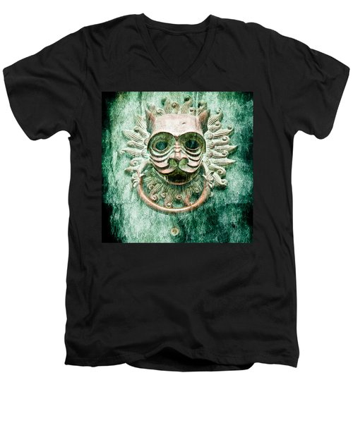 Sun Cat Door Knocker Old Polar Men's V-Neck T-Shirt