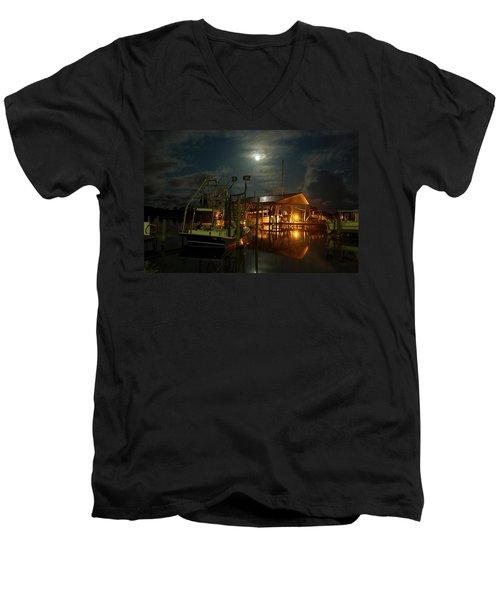 Super Moon At Nelsons Men's V-Neck T-Shirt