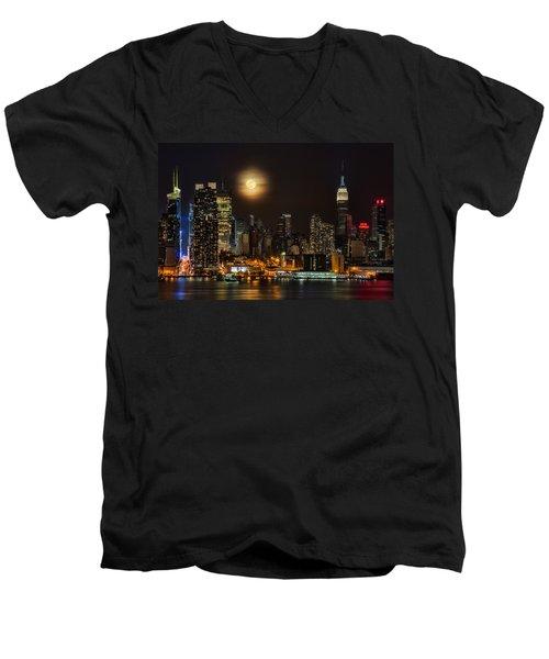 Super Moon Over Nyc Men's V-Neck T-Shirt