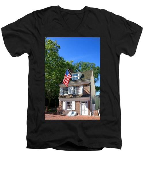 The Betsy Ross House Men's V-Neck T-Shirt