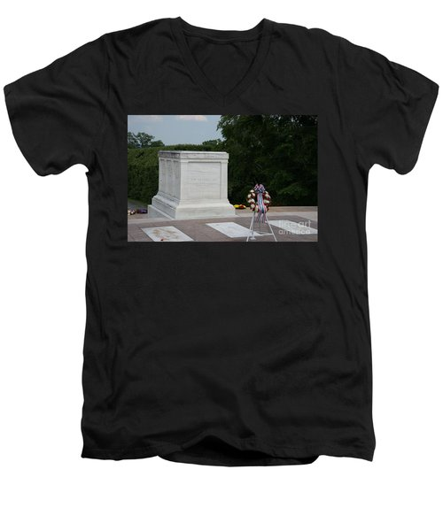 Tomb Of The Unknown Soldier Men's V-Neck T-Shirt