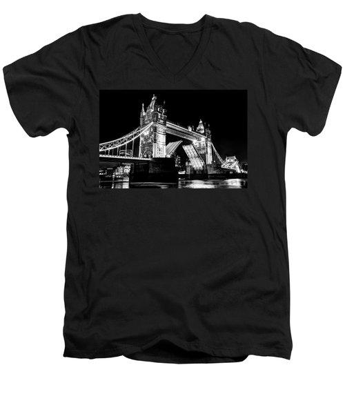 Tower Bridge Opening Men's V-Neck T-Shirt