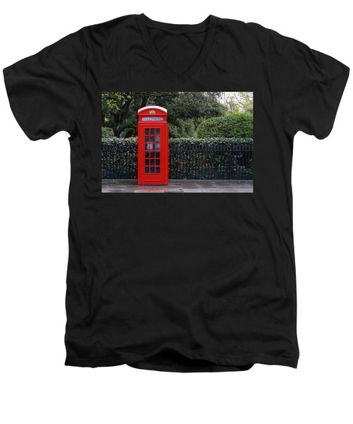 Traditional Red Telephone Box In London Men's V-Neck T-Shirt