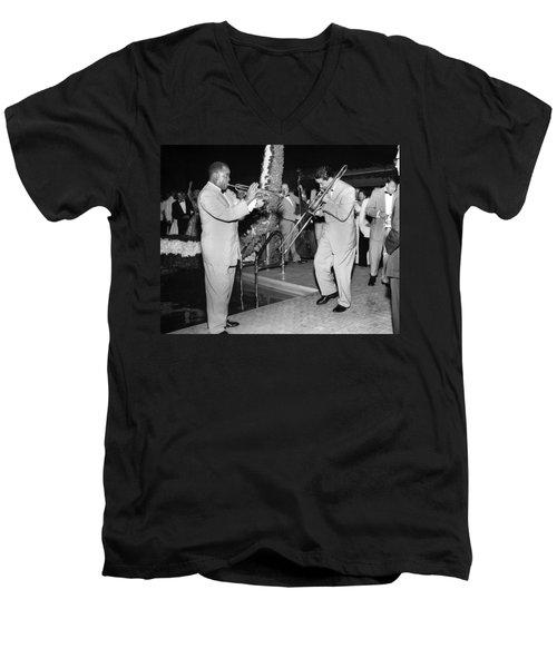 Trumpeter Louis Armstrong Men's V-Neck T-Shirt