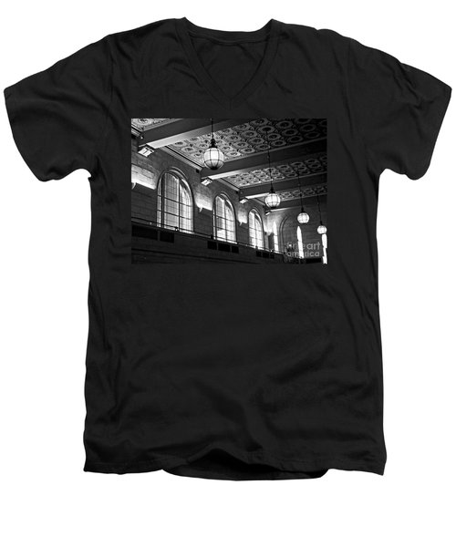 Union Station Balcony - New Haven Men's V-Neck T-Shirt