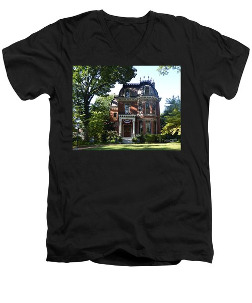 Victorian Beauty Men's V-Neck T-Shirt