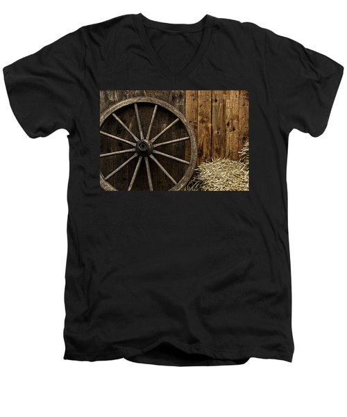Vintage Carriage Wheel Men's V-Neck T-Shirt