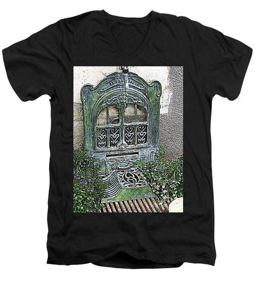 Vintage Garden Grate Men's V-Neck T-Shirt