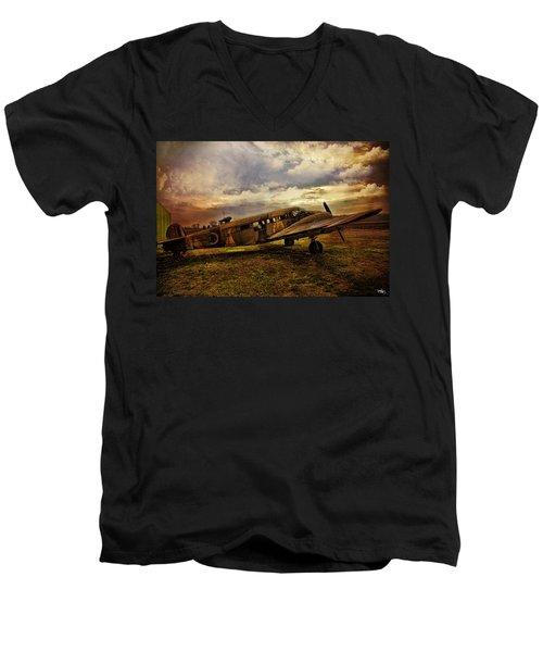 Vintage Plane Men's V-Neck T-Shirt