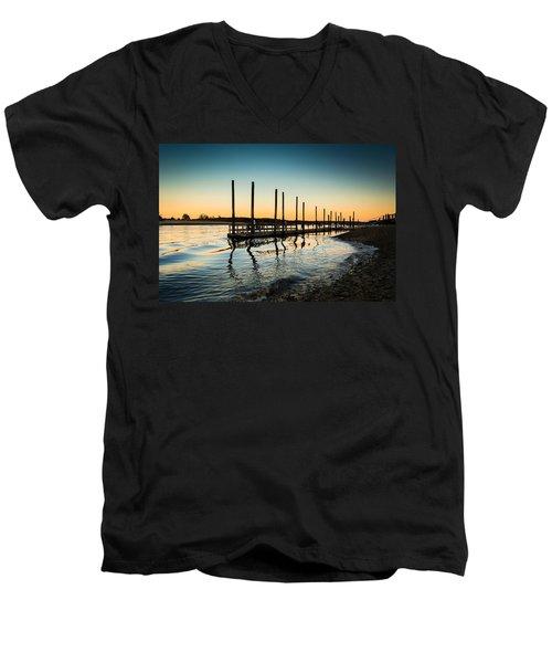 Wavy Sunset Kings Park New York Men's V-Neck T-Shirt