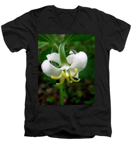 White Flowering Rose Trillium Men's V-Neck T-Shirt
