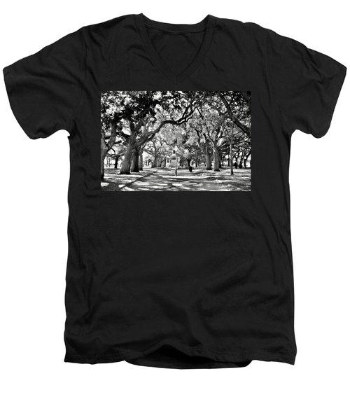 White Point Gardens At Battery Park Charleston Sc Black And White Men's V-Neck T-Shirt