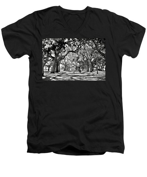 White Point Gardens At Battery Park Charleston Sc Black And White Men's V-Neck T-Shirt