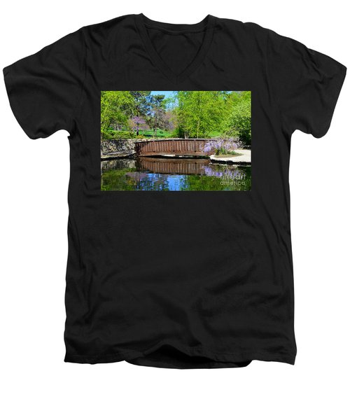 Wisteria In Bloom At Loose Park Bridge Men's V-Neck T-Shirt