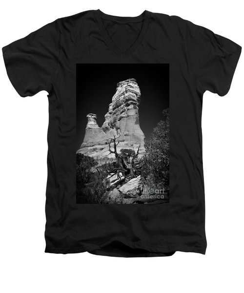 Arches National Park Bw Men's V-Neck T-Shirt