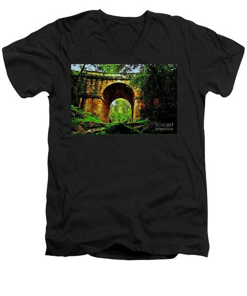 Colonial Era Bridge Men's V-Neck T-Shirt