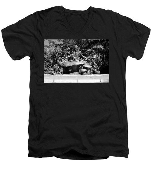 Alice In Wonderland In Central Park In Black And White Men's V-Neck T-Shirt