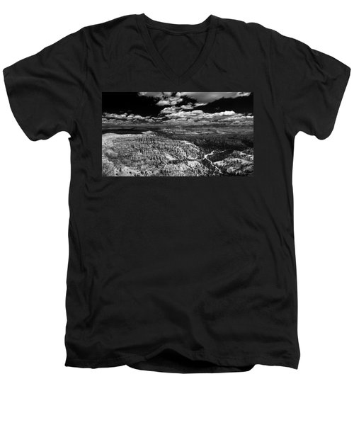 Bryce Canyon Ampitheater - Black And White Men's V-Neck T-Shirt